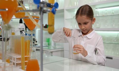 videoblocks-child-making-chemical-experiments-in-school-lab-student-girl-chemistry-class-4k_huf-enmrem_thumbnail-full10